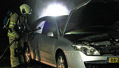 Auto door nog onbekende oorzaak in de brand