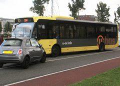 Streekbus in botsing met personenauto