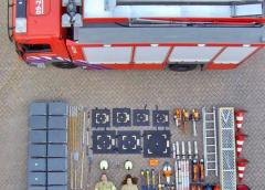 Brandweer Nieuwegein Noord haalt bluswagen leeg voor Tetris Challenge