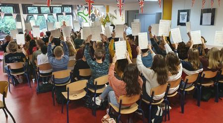 Uitreiking certificaten Cambridge English aan Oosterlicht-leerlingen
