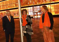 Theater DE KOM kleurt oranje tegen geweld tegen vrouwen