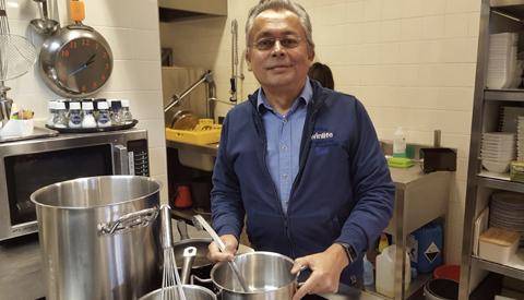 Jeffrey Stell kookt op Tweede Kerstdag voor mensen die alleen zijn