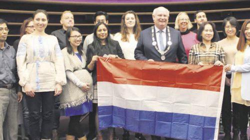 13 Nieuwegeiners ontvingen Nederlandse nationaliteit op Naturalisatiedag