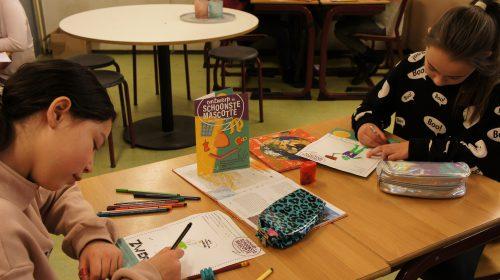 Schoolkinderen in Nieuwegein ontwerpen op eerste schooldag mascotte tegen zwerfafval