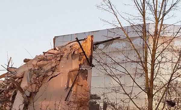 Sloop markante gebouw aan de Buizerdlaan gevolgd door omwonenden: '(de) Poort van Nieuwegein'