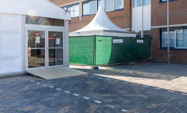 Speciale tent voor opvang patiënten met een verdenking op Corona