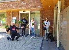 Ouderen in Nieuwegein bewegen voor de Geraniums tijdens de Nationale Balkon Beweegdag