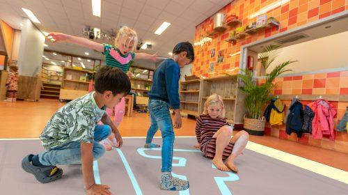 OBS De Veldrakker neemt als één van de eerste scholen een beweegvloer in gebruik