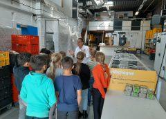 Kinderen Margrietschool bezoeken de Voedselbank