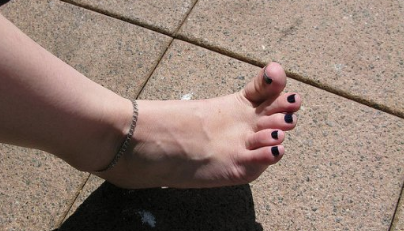 Politie zoekt man met interesse voor blote voeten