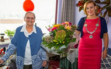 Nieuwegeinse Ina van den Velde 100 jaar!