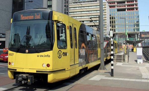 Nieuwegein krijgt deel oude tram in het Atrium van het Stadshuis