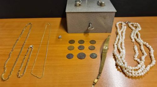 Magneetvisser vindt kluis met sieraden in de Hollandsche IJssel bij Nieuwegein