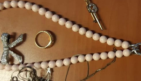 Politie zoekt eigenaren van gestolen sieraden