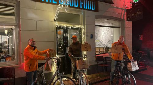 Team KiKa Nieuwegein al fietsend en bezorgend het nieuwe jaar 2021 in