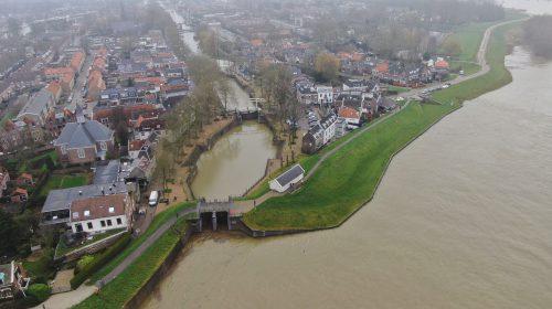 Hoogste piek watergolf in Vreeswijk en pas op met schaatsen in de uiterwaarden