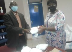 Werkgroep Rundu doneert muskietennetten aan bewoners in Rundu