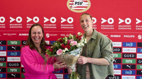 Sari van Veenendaal uit Nieuwegein verlengt contract bij PSV Eindhoven