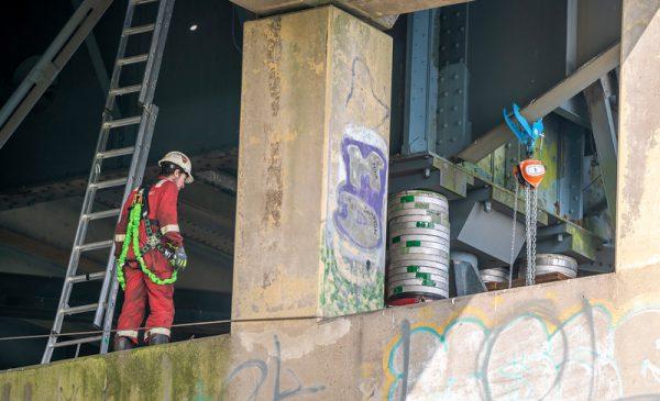 Pers krijgt uitleg over verwijdering 1e deel Boogbrug bij Nieuwegein