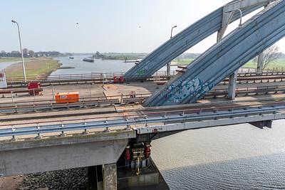 Rijkswaterstaat weegt de Boogbrug tussen Nieuwegein en Vianen