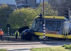 Man ernstig gewond na botsing met tram, tram ontspoord