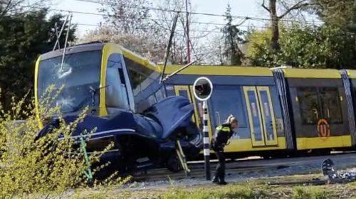 Rijden door rood zorgde voor drie aanrijdingen met trams en veel schade