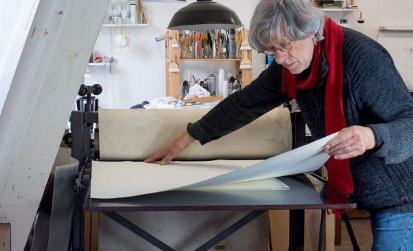 Nieuwegeinse kunstenaar Jan Naezer naar internationale triënnale voor hedendaagse grafiek in Rusland
