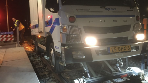 Provincie Utrecht start proef: wordt deze smeerauto het wondermiddel tegen piepende trams?