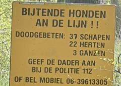 Het verhaal achter de mysterieuze borden in het IJsselbos