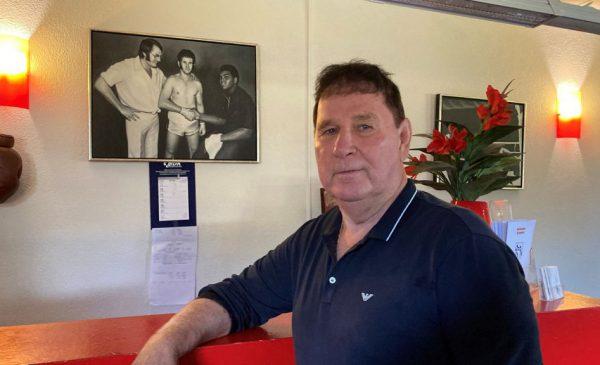 Oud-profbokser Ben Zwezerijnen uit Nieuwegein krijgt eerherstel met nieuw boek en erepenning van de burgemeester