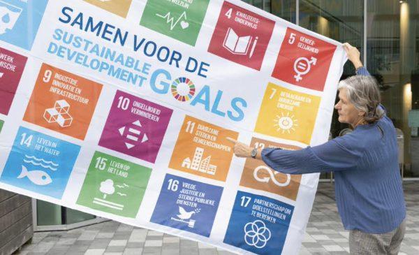 SDG-vlag wappert in Nieuwegein